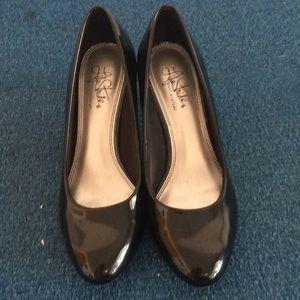 Life Stride Soft System Black Patent Leather Heels